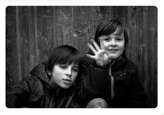 Portraits - Les Baux de Provence - (Loïc.Kervignac) Tags: visages pentax blackandwhite noiretblanc enfants portraits