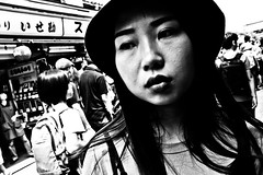 Close Up Tokyo (Victor Borst) Tags: street streetphotography streetlife portrait streetportrait sexy woman lady female urban urbanroots urbanjungle blackandwhite bw mone mono monotone monochrome beautiful travel travelling trip traveling tokyo asakusa fuji fujifilm asia asian asians faces face