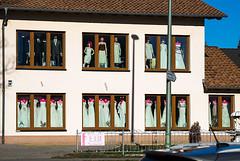 20190216-049 (sulamith.sallmann) Tags: architektur handel mode bauwerk brandenburg brautmoden deutschland europa fenster gebäude geschäft haus hochzeitskleidung hoppegarten hönow laden märkischoderland shop sulamithsallmann