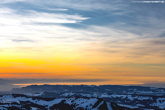 Sonnenuntergang über dem Bodensee im Winter (PADDYSCHMITT.DE) Tags: sonnenuntergang säntis hochgrat winteramhochgrat sonnenuntergangamhochgrat westallgäu sunsetsäntis abenddämmerung berge mountains winterimallgäu bodensee bodenseevonoben