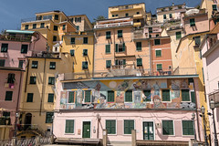 COLORED 5 TERRA (alain01789) Tags: italy 5terra riomaggiore house building architecture oldtown cityscape village wallpainting