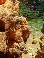 P1020283_DxO (orciel95) Tags: lagos algarve portugal océan mer sea eau water falaise rocher stone colors green blue vert bleue