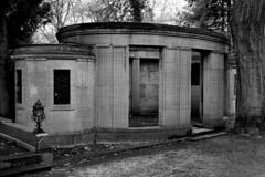 Köln Melatenfriedhof BW (hermann.kl) Tags: köln cologne cemetry melatenfriedhof bw grabmal