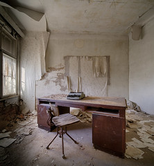 MondayMotivation (david_drei) Tags: lostplace abandoned mondaymotivation schreibtisch schreibmaschine lost urbe urbanexplorer vebdschungel