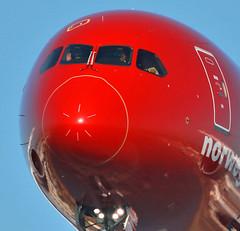 Un saludo! (vic_206) Tags: bcn lebl norwegian boeing7879 saludo piloto pilot