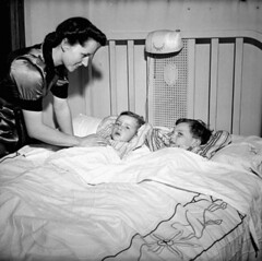 Mrs. Jack Wright tucking her two sons, Ralph and David, into bed at the end of the day, Toronto, Ontario / Mme Jack Wright bordant ses deux fils, Ralph et David, à la fin de la journée, Toronto (Ontario) (BiblioArchives / LibraryArchives) Tags: lac bac libraryandarchivescanada bibliothèqueetarchivescanada canada sleep beds bed bedroom mrsjackwright madamjackwright ralph david toronto ontario september1943 septembre1943 nationalfilmboardofcanada photothèque officenationaldufilmducanada lit lits endormi endormie