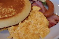 breakfast pancake scramble egg, bacon, sausage RICOH GR 19 (HAMACHI!) Tags: food foodporn foodie foodmacro tokyo 2019 japan ricoh ricohgriii ricohimaging ricohgr gr gr3 griii loadtest cameratest shibuya breakfast pancake scrambleegg