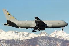 Boeing 767-2EY(ER) MM62226 (fil.nove) Tags: aeronauticamilitare italianairforce boeing7672eyer mm62226 canon100400ii canon60d planespotter plane mountains tanker torinoairport turin