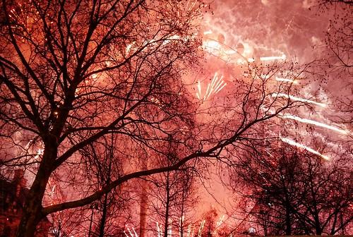 2019 London New Year - Fiery blaze and glowing beauty