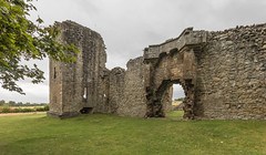 Spynie Palace (Mac ind Óg) Tags: castle summer scotland moray gate spynie walking spyniepalace ruin palace holiday spyniecastle elgin landscape