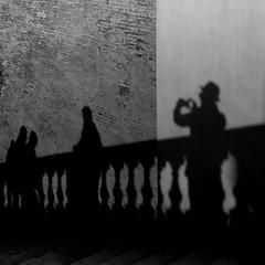 Ouistiti Sex (parenthesedemparenthese@yahoo.com) Tags: dem alone bn city hiver men monochrome nb noiretblanc roma rome silhouettes street textures trinitadeimonti trinitã©desmonts balustrade balustre blackandwhite bnw byn canon600d chapeau december decembre ef24mmf28 escalier hat hommes italia italy mur seul stairway streetphotography walk wall winter