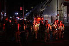 (urb_mtl) Tags: incendie feu fire pompiers firefighters nuit night ville city urbain urban montréal montreal québec quebec canada rueontario ontariostreet escouade squad