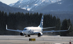 N615AS Alaska Airlines just landed 111 (Gillfoto) Tags: alaskaairlines juneauinternationalairport boeing n615as southeastalaska panhandle alaskapanhandle raincountry rainforest conifers tongassnationalforest gillfoto