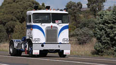 Cabover KENWORTH Brothers (6/6) (Jungle Jack Movements (ferroequinologist)) Tags: k 125 121 k121 k100 kw kenny kenworth single ken highway hauling haulin hume sydney 2019 yass classic historic vintage veteran hcvca vehicle run hp horsepower big rig haul haulage freight cabover trucker drive transport delivery bulk lorry hgv wagon nose semi trailer deliver cargo interstate articulated load freighter ship move roll motor engine power teamster tractor prime mover diesel injected driver cab wheel