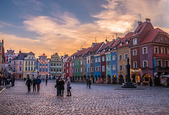 Old town square at sunset (Vagelis Pikoulas) Tags: sun sunset poznan poland europe travel holidays tokina 2470mm colors colours landscape canon 6d city cityscape urban sky skyscape clouds cloudy cloudscape 2019 january winter