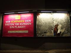 'nem geschenkten Gaul (re.) (mkorsakov) Tags: dortmund city innenstadt plakat werbung commercial 181 geschenkt gratis forfree ripped hrhr neonlicht neonlight
