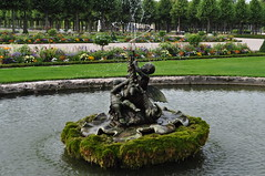 Dans le jardin, château baroque de Schwetzingen (1700-1717), Schwetzingen, Rhin-Neckar, Bade-Wurtemberg, République fédérale d'Allemagne. (byb64) Tags: schwetzingen rhinneckar rheinneckarkreis badewurtemberg bade paysdebade badenwürttemberg badenwurtemberg allemagne deutschland germany germania alemania rfa europe europa eu ue baroque baroco barocco artbaroque xviiie 18th palais palace palatz palacio palazzo jardins jardines giardini garden garten parc parco park jardinrégulier