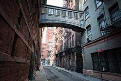 Street Bridge (Aymeric Gouin) Tags: usa unitedstates etatsunis estadosunidos new york newyork nyc city ville bridge pont street rue urban urbain travel voyage fujifilm xt2 aymgo aymericgouin