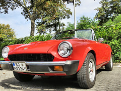 Fiat 124 Spider Cabriolet, 1976 (linie305) Tags: bochum ruhrgebiet ruhrpott ruhrarea liermann classic day liermannclassicday2018 auto automobil meeting show carshow oldtimer classiccar oldcar youngtimer italian fiat 124 spider convertible cabrio cabriolet 1976