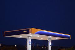 Astronave / Spaceship (Vincenzo Elviretti) Tags: distributore benzina sette sorelle austerità diesel gas recessione economia follonica piombino toscana grosseto stazione di servizio autogrill mc donalds architettura