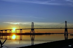 Fogo na ponte!! (puri_) Tags: sunset ponte rio água céu fogo azul dourado