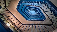 Est-ce qu'allier bleu et géométrie ? (Alexandre DAGAN) Tags: escaliers stairs bleu blue panasoniclx100 lx100 architecture paris france iledefrance voyage travel balade walk couleurs