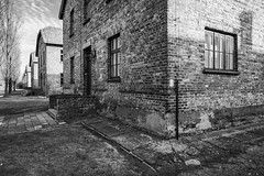 No Escape (RIch-ART In PIXELS) Tags: auschwitz lesserpoland malopolski oświęcim poland woii block building buildingcomplex brick window blackandwhite monochrome polska konzentrationsundvernichtungslager fujifilmxt20 xt20