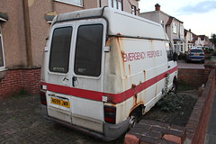 1995 Renault Traffic,2 (doojohn701) Tags: white rusty red windows buildings houses vintage retro french emergency 1995 van renault traffic abandoned laidup bexleyheath uk classic sky sunlight