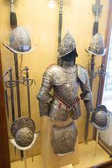 Embossed armour (quinet) Tags: 2017 antik antiquitäten england helm london rüstung wallacecollection ancien antique armour armure casque helmet militaire military militärische museum musée