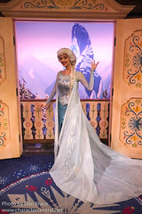 Meeting Elsa (Disney Dan) Tags: norway worldshowcase waltdisneyworld disneycharacters disney epcot royalsommerhus february disneyparks winter 2019 queenelsa frozen character characters disneycharacter disneyphoto disneypics disneypictures disneyworld epcotcenter elsa fl fevrier florida frozenmovie orlando travel usa vacation wdw