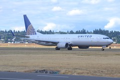 N39463 (LAXSPOTTER97) Tags: united airlines boeing 737 737900er n39463 cn 37208 ln 4260 aviation airport airplane kpdx