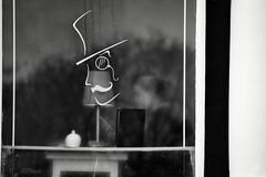 Life Imitates Art (Bury Gardener) Tags: monochrome mono burystedmunds bw blackandwhite britain england eastanglia uk 2018 nikond7200 nikon suffolk streetphotography street streetcandids snaps strangers candid candids people peoplewatching folks abbeygatestreet
