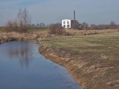 DSCN3198 (Uno100) Tags: zutphen ijssel noorder haven river holland 2019 stroom windmolens wind mill v 1 building war grass water