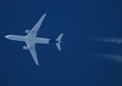 D-AIKO (zhirenchen) Tags: jet plane airplane spotting aircraft airline airliner flight flightradar24 fr24 nikon coolpix p1000 megazoom telephoto telescope 3000mm cruise high altitude contrail stream cloud trail vapor tail track steam chemtrail rnav inflight airbus a330 a333 a330300 330300 330 333