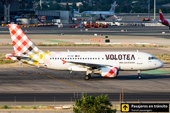 Airbus A319 Volotea Han Volo EI-FMT (Ana & Juan) Tags: airplane airplanes aircraft airport aviation aviones aviación airbus a319 volotea taxiing madrid mad madridbarajas barajas lemd spotting spotters spotter planes canon closeup sunset