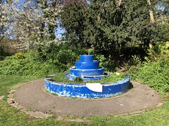 water fountain, Peckham Rye Lido (looper23) Tags: peckham rye lido london lost water fountain public remains april 2019