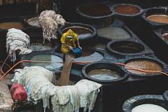 Chouara #2 -Fès (Jethro_aqualung) Tags: chouara nikon d800e 70mm fès fez marocco rain tanneries leather tannery jethroaliastullph people