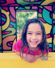 IMG_20180729_185708_814 (makihirof) Tags: colors thepoint smile manhattanbeach samsung 8plus 8 portrait daughter yellow