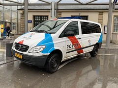 Luxembourg Police Vehicle - Mercedes Benz Vito - Gare Centrale - Luxembourg City - March 17, 2019 (firehouse.ie) Tags: aa3275 coches coche cars car cops cop garecentrale luxembourgcity vehicule vehicle mercedesbenz merc luxembourg police benz mercedes