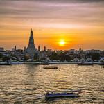 Sunset in Wat Arun thumbnail