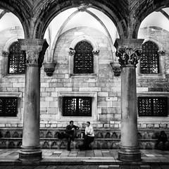 Dubrovnik, Croatia (pas le matin) Tags: building arch architecture arche bâtiment travel voyage world city ville street rue candid squeare croatie croatia hrvatska people contraste contrast canon 7d europe europa canon7d canoneos7d eos7d night nuit