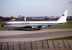10+02_1977-04-06_MUC_SR (stefanmuc2001) Tags: riem münchenriem airport flughafen munich münchen boeing 707 luftwaffe flugzeug munichriem 1977 slide scan 1003 k25 aircraft plane muc