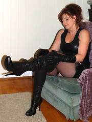 IMG457912 (Lisa-Leather) Tags: nylons gloves heels leather