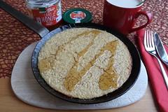 In der Pfanne gebackener Apfel-Haferbrei (multipel_bleiben) Tags: essen frühstück backofen pfannengericht honig haferflocken haferdrink apfel auflauf