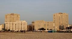 Le Havre - La Porte Océane (Philippe Aubry) Tags: normandie seinemaritime paysdecaux pointedecaux lehavre centrevillereconstruit porteocéane augusteperret immeubles