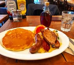 バビーズ ニューヨーク アークヒルズ (Bubby's New York ARK Hills) (Kanesue) Tags: エイブリーンカーンログキャビンブレックファースト theabelincolnlogcabinbreakfast フルーツ ホームフライ pancake パンケーキ sausage ソーセージ bacon ベーコン 卵料理 マスタード イエローマスタード ハインツイエローマスタード ハインツトマトケチャップ ケチャップ トマトケチャップ ハインツ mustard yellow yellowmustard heinzyellowmustard tomatoketchup ketchup tomato heinz heinztomatoketchup tribeca special griddle griddlespecial グリドルスペシャル トライベッカ americanfood food comfort american americancomfortfood a bubby mori roppongi minato tokyo 六本木一丁目 六本木 港区 東京 ブランチ arkhills newyork bubbysnewyork bubbysnewyorkarkhills バビーズニューヨーク バビーズ ニューヨーク アークヒルズ bubbys new york ark hills