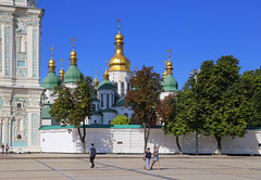 The cathedral is one of the Kiev's best known landmarks (B℮n) Tags: київ kyiv kiev ukraine киев kiëv oekraïne dnjepr dnipro brovarskyiavenue hidropark viewpoint historical treasures river green park bridge rusanivskastrait dnieper brovary highway traffic 50faves topf50 maidan euromaidan orange revolution independence square europe centre history election president viktor janoekovytsj україна globus monument independencemonumentмонументнезалежності монументнезалежності ukrainehotel готель готельукраїна євромайдан ❤ blue yellow flag соборсвятоїсофії софійськийсобор unesco national sanctuary sophiaofkiev holy sophia cathedral complex landmark worldheritagelist ukrainian baroque architecture heritage seven wonders unescoworldheritage 100faves topf100