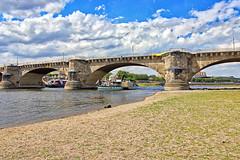 Dresden - Elbufer (www.nbfotos.de) Tags: dresden elbufer königsufer elbe augustusbrücke brücke bridge sachsen schaufelraddampfer dampfer schiff ship
