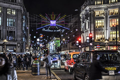 Oxford St. (Ale_Car) Tags: londra london uk oxford street nikon nikkor christmas flight travel holiday people taxi city streetphotography shopping cars life winter december d3100