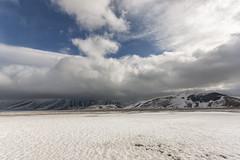 Extra low clouds 3 (Leonardo Del Prete) Tags: castelluccio norcia pianogrande sibillini parconazionale nationalpark snow neve nuvole clouds montisibillini umbria nuvolebasse lowclouds